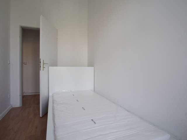 Zimmer zu vermieten in 6-Zimmer-Wohnung in Moabit, Berlin