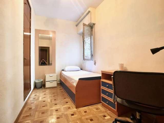 Gemütliches Zimmer zur Miete in der 4-Zimmer-Wohnung La Latina