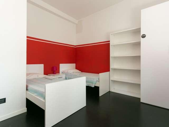 Letto in una bella stanza in affitto in appartamento con 4 camere da letto a Na