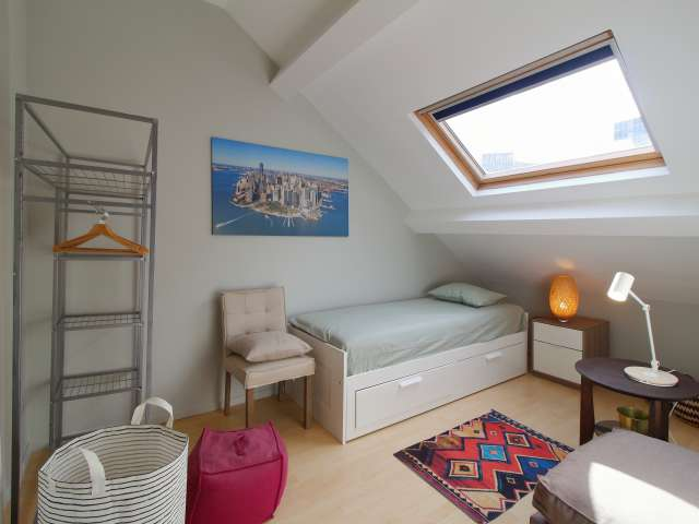 Sunny room in 2-bedroom apartment in Center, Brussels