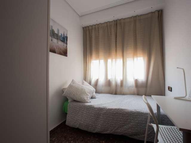 Rooms for rent in 5-bedroom flat in Ciutat Vella, Valencia