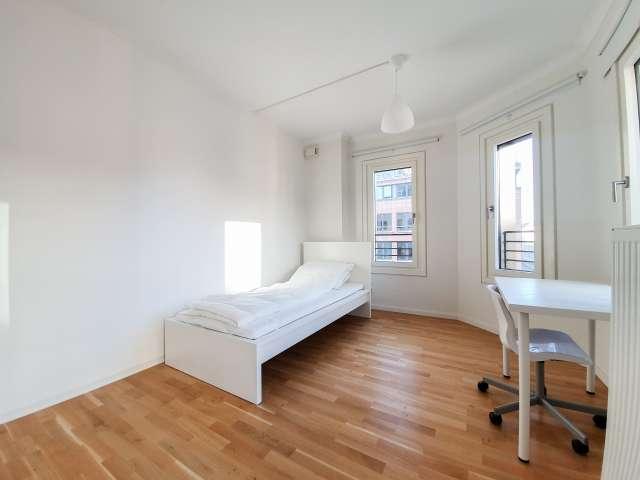 Zimmer zu vermieten in 4-Zimmer-Wohnung im Zentrum von Mitte