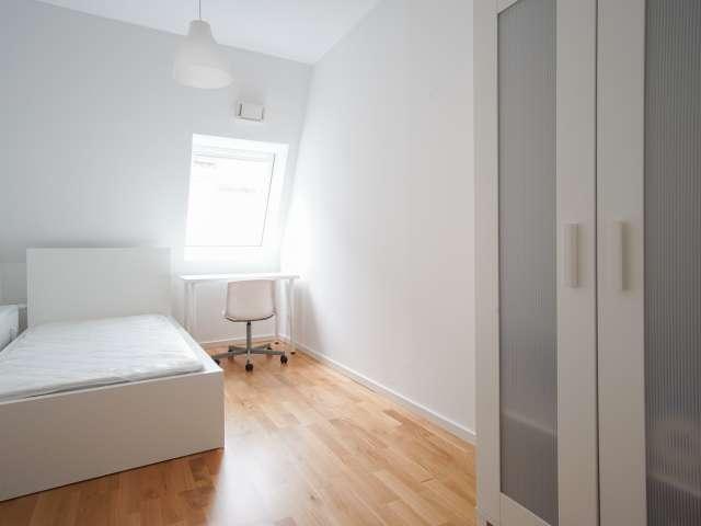 Gemütliches Zimmer zur Miete in 5-Zimmer-Wohnung in Mitte, Berlin