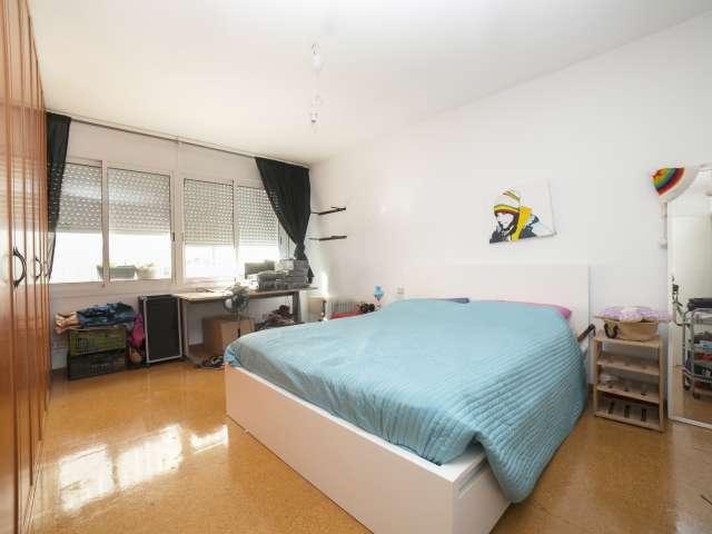 Spacious room in 4-bedroom house in Badalona, Barcelona