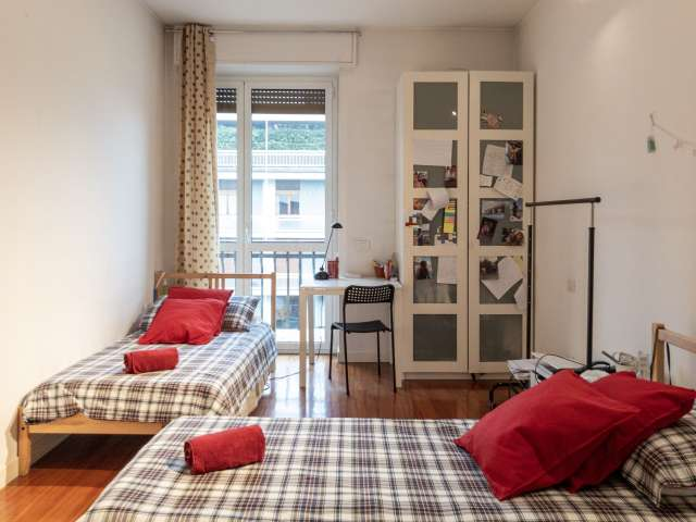 Beds for rent in shared room in 2-bedroom apartment
