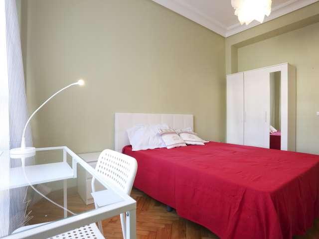 Bright room in 5-bedroom apartment in Cuatro Caminos, Madrid