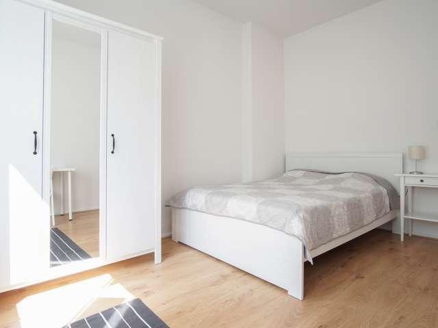 Geräumiges Schlafzimmer in 2 Schlafzimmerwohnung in Moabit