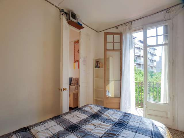 Rooms for rent, 3-bedroom apartment in Sarria- Sant Gervasi