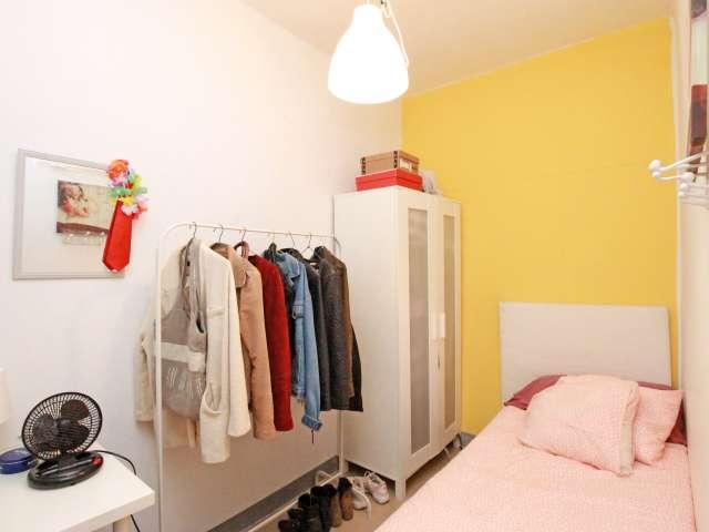 Ausgestattete Zimmer in einer 5-Zimmer-Wohnung in Gràcia, Barcelona