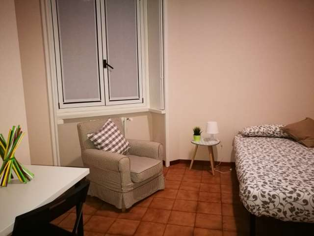 Big room in 2-bedroom apartment for rent in Moscova, Milan