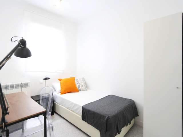 Helles Zimmer in 3-Zimmer-Wohnung, Tetuán, Madrid