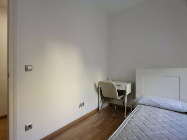 Room for rent in 3-bedroom apartment in Sant Martí