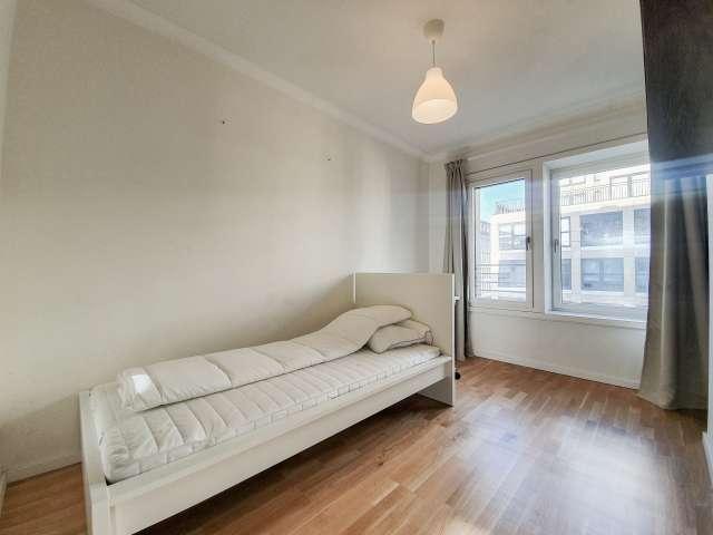 Zimmer zu vermieten in toller Wohnung mit 4 Schlafzimmern, Mitte