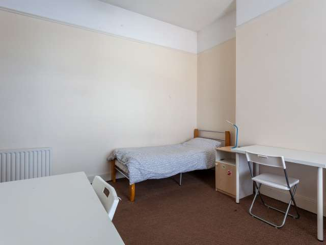 Bed to rent in sweet room in 12-bed house, Downtown, Dublin