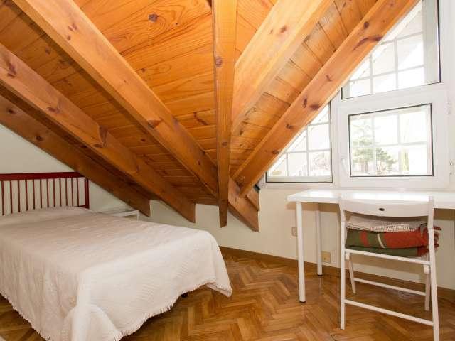 Habitación fresca en piso compartido, Pozuelo de Alarcón, Madrid.