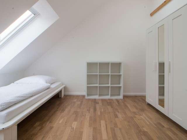 Leuchtendes Zimmer in 3-Zimmer-Wohnung in Lankwitz, Berlin