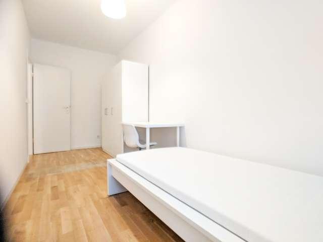 Gemütliches Zimmer in Wohnung mit 3 Schlafzimmern in Mitte, Berlin