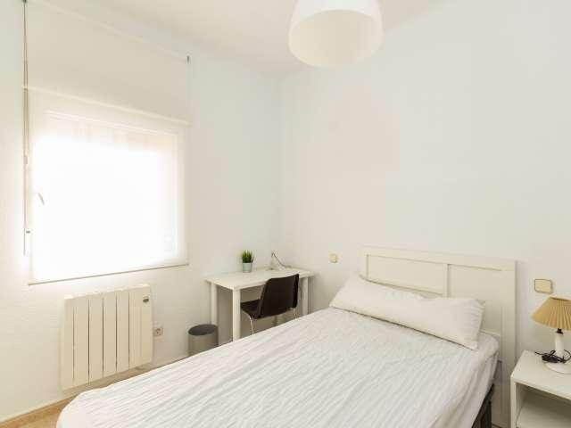 Comfy oom in 5-bedroom apartment in Arganzuela, Madrid