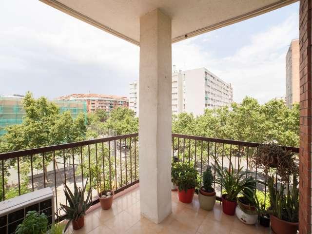 Bright room in 4-bedroom apartment in Sant Martí, Barcelona