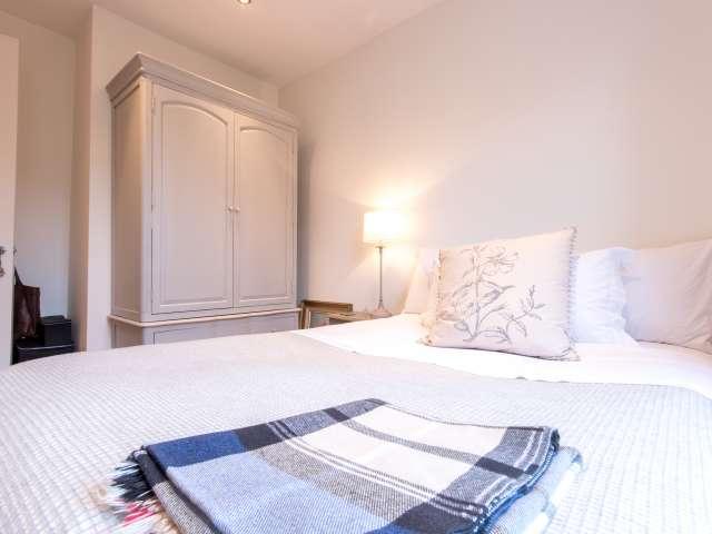 Room for rent in 2-bedroom apartment, Turnham Green, London