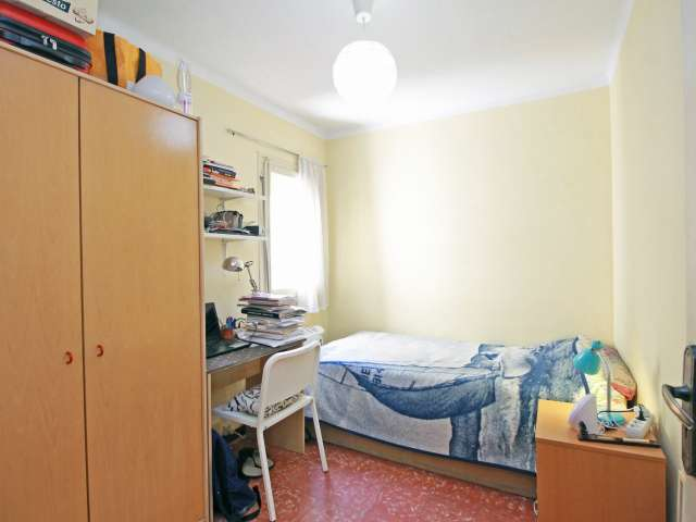 Equipped room in shared apartment in La Salut, Barcelona