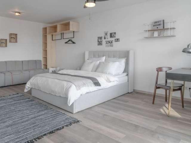 Zimmer zu vermieten in einer Wohnung mit 2 Schlafzimmern in Charlottenburg