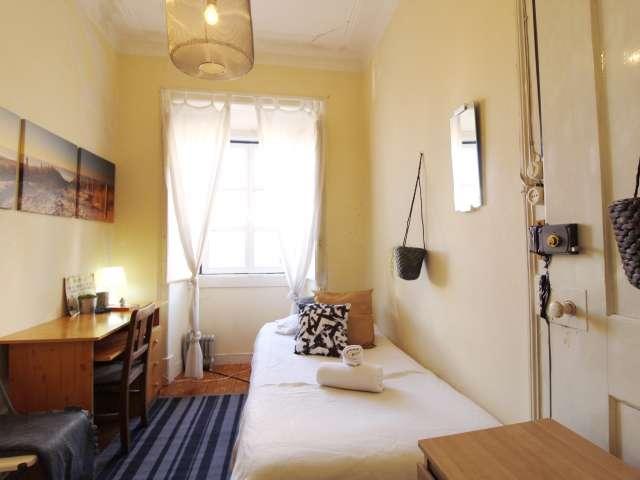 Quarto acolhedor para alugar em apartamento de 7 quartos em Santo António