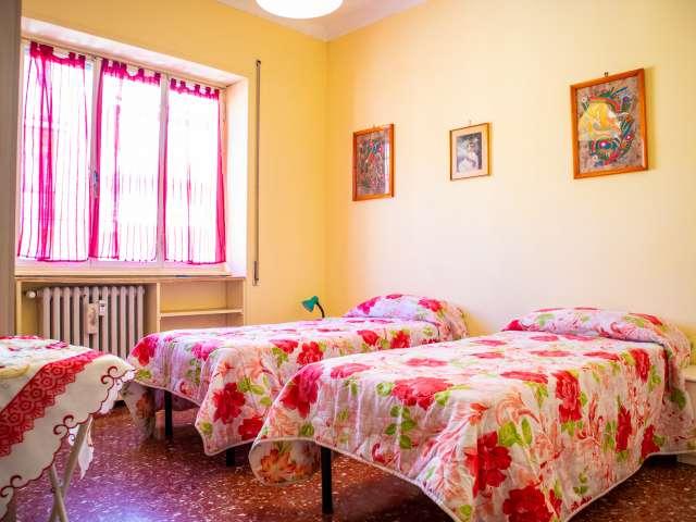 Camera luminosa in appartamento con 2 camere da letto in Appio Latino, Roma