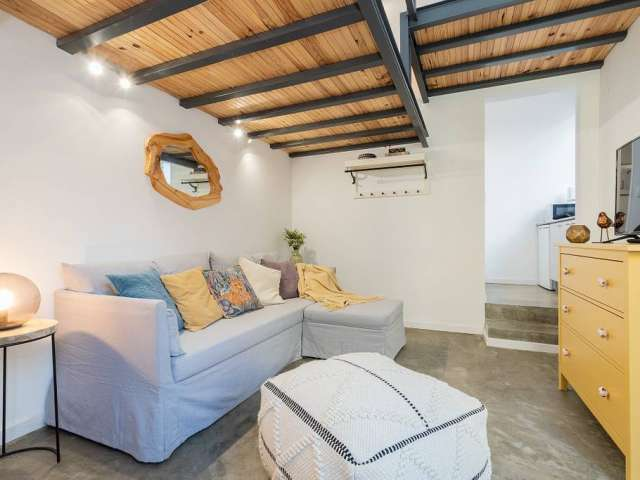 Bright studio apartment for rent in Campolide, Lisbon
