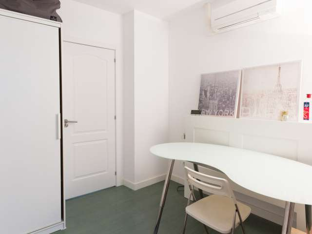 Furnished room in shared apartment in Salamanca, Madrid