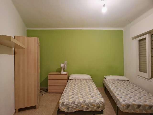 Room in 3-bedroom apartment in Horta-Guinardó, Barcelona