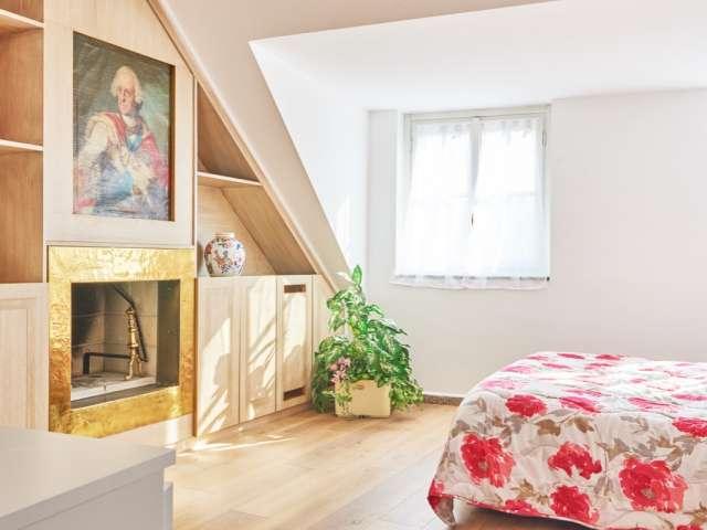 Camera in affitto in appartamento con 8 camere da letto nel Centro, Milano