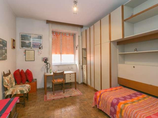 Beautiful room in 3-bedroom apartment in Turro, Milan