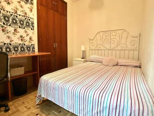 Gemütliches Zimmer zur Miete in 4-Zimmer-Wohnung, La Latina