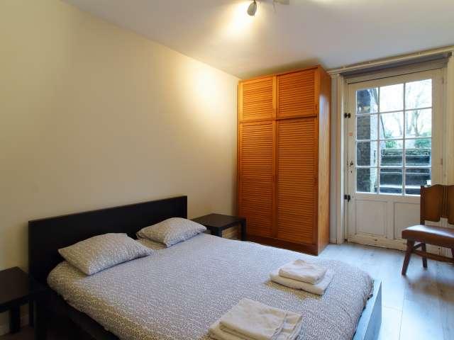 Room for rent in neat 2-bedroom apartment in Schaerbeek