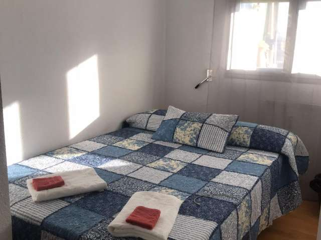Room for rent in 5-bedroom apartment in Chamartin, Madrid