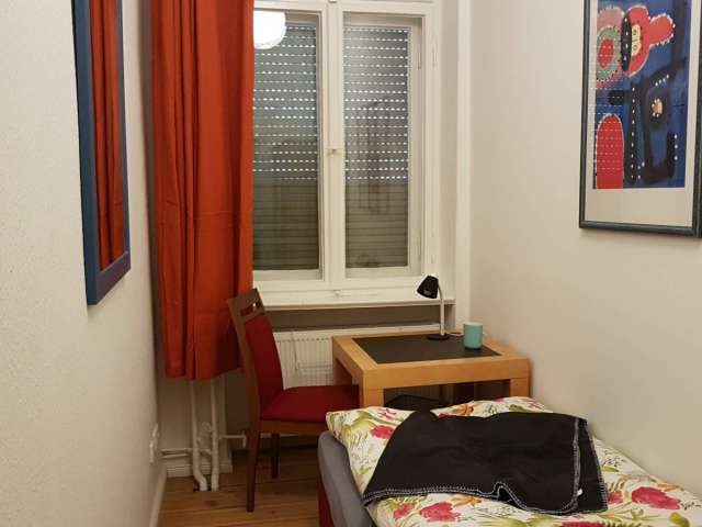 Nice room to rent, apartment with 9 bedrooms, Mitte, Berlin