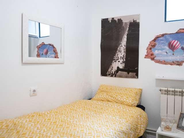 Room for rent, 3-bedroom apartment, La Latina