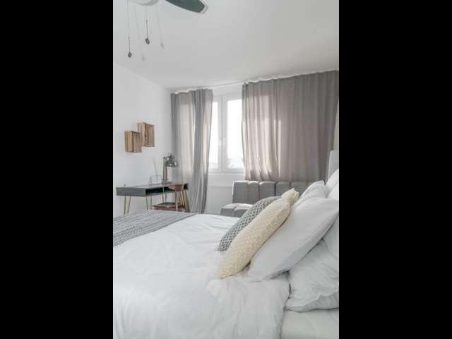 Zimmer zu vermieten in einer Wohnung mit 2 Schlafzimmern in Berlin
