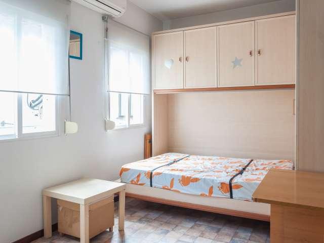 Bright studio apartment for rent in Acacias, Madrid