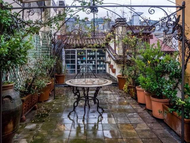 Studio apartment with terrace for rent in Brera, Milan