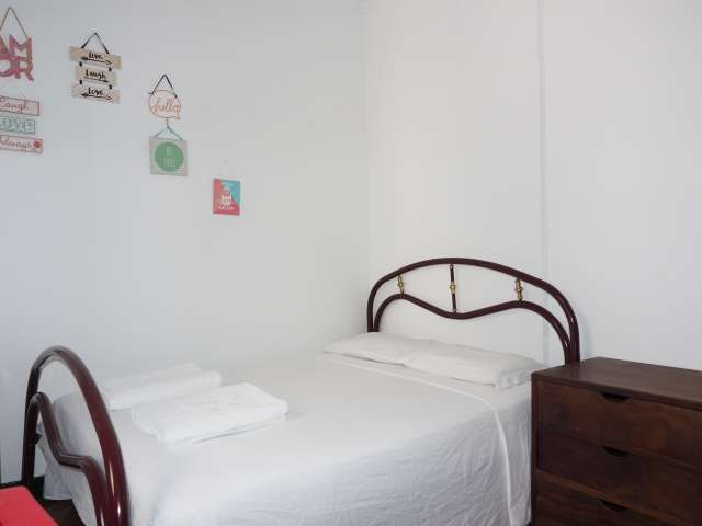 Comfy room to rent, 4-bed apartment, Baixa-Chiado, Lisbon