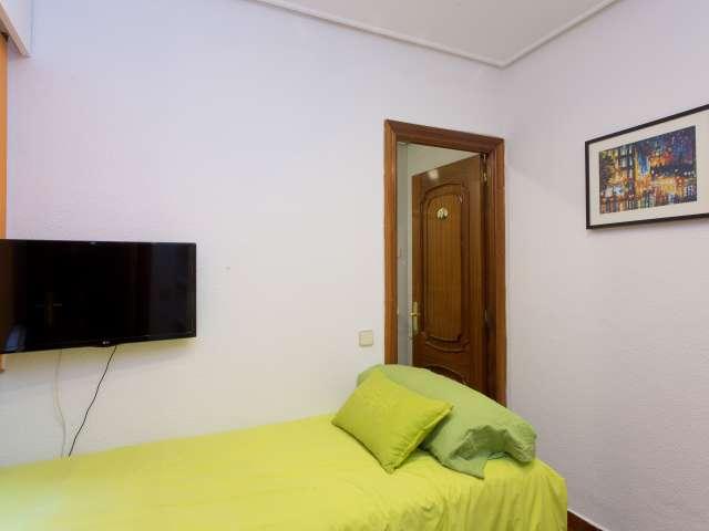 Housing in 5-bedroom apartment in Retiro, Madrid