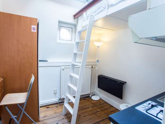 Semi-independent studio for rent in Brussels City Center