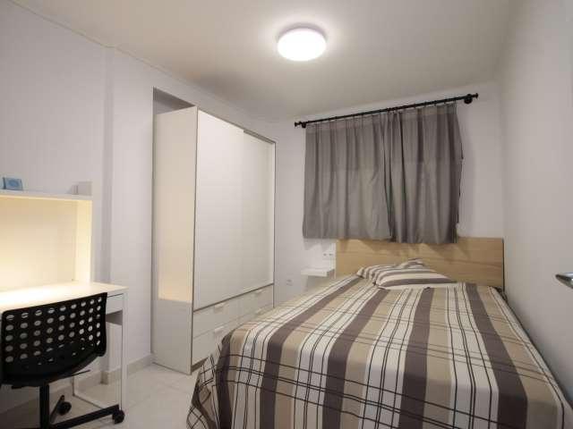 Share a 2-bedroom apartment by Sant Martí, Barcelona