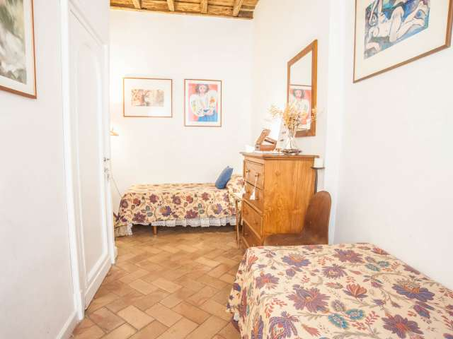 Central room in 2-bedroom apartment in Rome City Centre