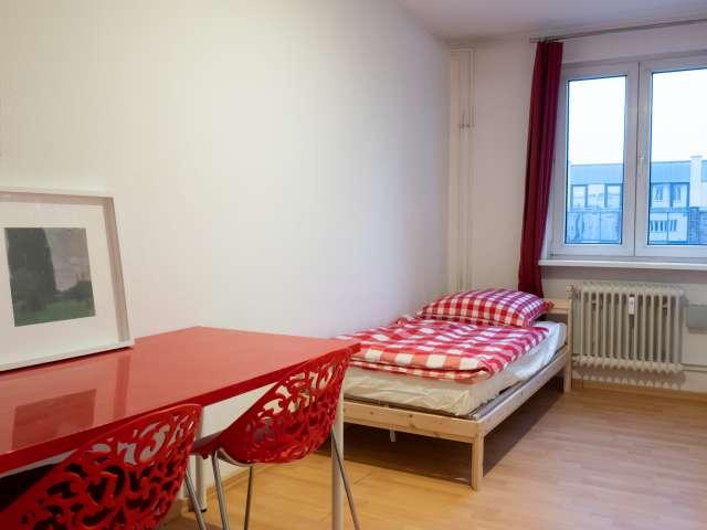 Betten zur Miete in Mehrbettzimmer, 6-Zimmer-Wohnung, Mitte