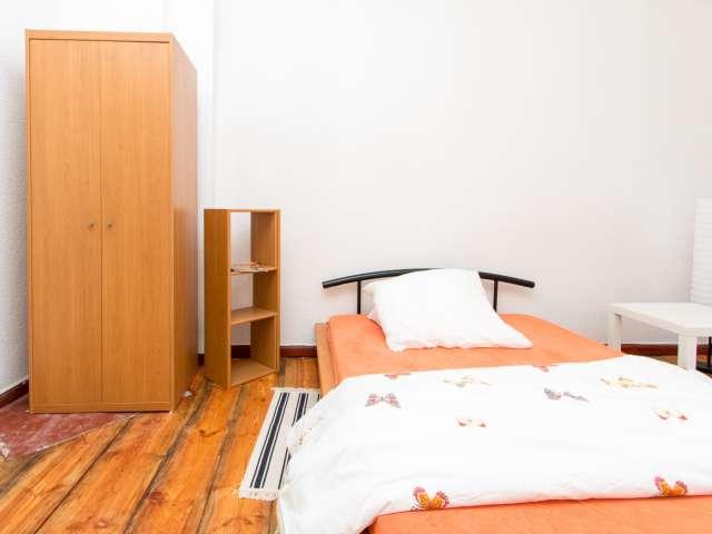 Zimmer in 2-Zimmer-Wohnung in Charlottenburg zu vermieten
