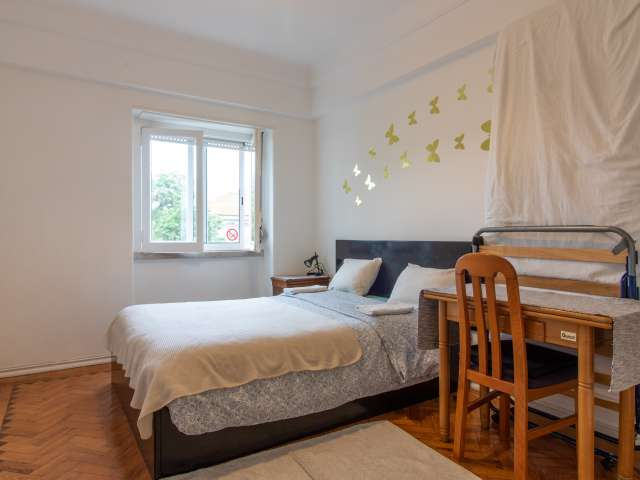 Cosy room for rent in 3-bedroom apartment in Principe Real