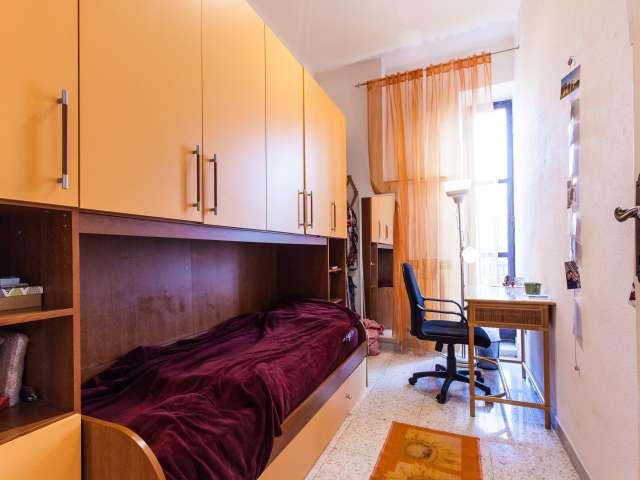 Habitación individual en apartamento de 2 dormitorios en Piramide, Roma